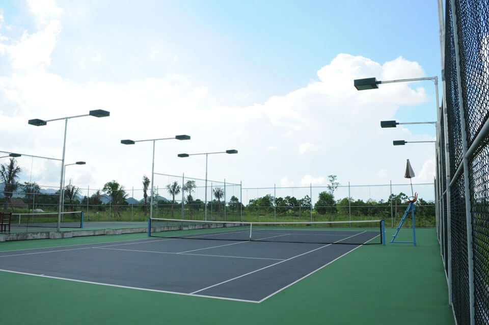đèn chiếu sáng sân Tennis