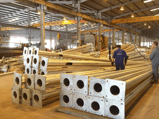 Thân của cột đèn cao áp bát giác được làm từ chất liệu thép cao cấp và nhúng kẽm có độ bền cao
