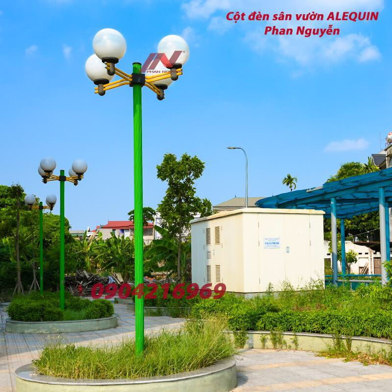 Cột đèn trang trí sân vườn Arlequin lắp tay chùm 4 bóng